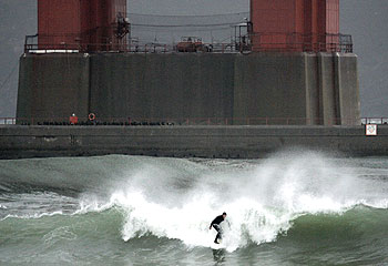 Storm surf at Fort Point, San Francisco, 05 January 2008.